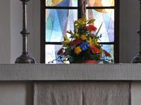 Element für Außenkante des neuen Teppichs (Steinmetzarbeit an der Altartisch-Vorderkante)